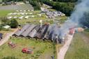 Bij de stalbrand in Elspeet zijn ruim tweehonderd kalfjes omgekomen. Erger werd voorkomen dankzij de snelle inzet van gasten van de aangrenzende camping de Meulebarg.