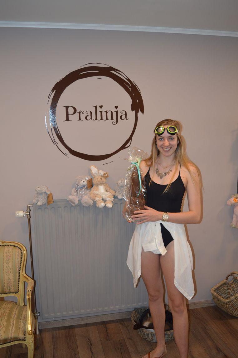 Nog een jongedame in badpak bij Pralinja.