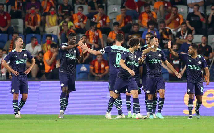 Marco van Ginkel schoot PSV na rust op een 0-2 voorsprong, het eindigde uiteindelijk in 1-2.