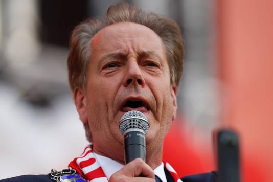 Burgemeester Van Gijzel van Eindhoven tijdens de huldiging van PSV