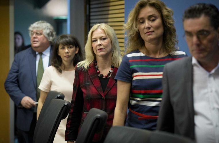 VLNR: Commissieleden Ton Elias (VVD), Mei Li Vos (Pvda), Madeleine van Toorenburg (CDA), Vera Bergkamp (D66) en Henk van Gerven (SP) voorafgaand aan de openbare verhoren van de parlementaire enquetecommissie Fyra Beeld anp