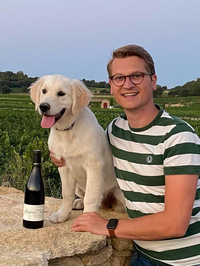 Met hond Freddie en een fles goede wijn