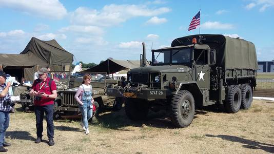 Oude Amerikaanse legertrucks te zien tijdens Classic Cars & Aeroplanes op Seppe.