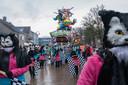 Een carnavalswagen van BC Ambiance tijdens de optocht van Hoeven in 2017.
