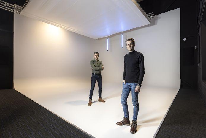 """De broers Martijn (links) en Joàn van het Goor stapten zes jaar geleden in het ondernemersavontuur met hun bedrijf BRNDZ.  """"We hebben zeker een droom. Het lijkt ons geweldig als je in de supermarkt loopt en daar de producten ziet waar jij aan meegewerkt hebt."""""""