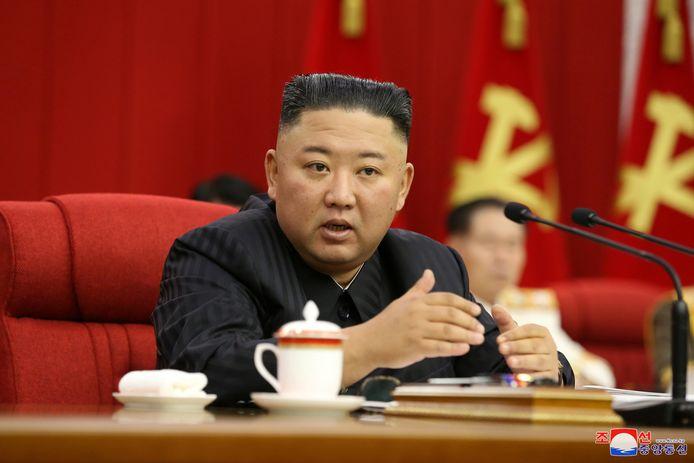 De Noord-Koreaanse leider Kim Jong-un op de derde dag van de plenaire vergadering van het centraal comité van de Arbeiderspartij in Pyongyang.