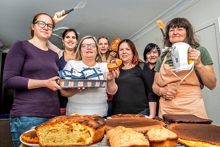 Deborah Dedeyne, Marcia Van Walleghem, Gwendoline Lefere, Sharon Vermote, Kelly Viaene, Manuela Laureyn en Nancy Mahieu bakten à volonté taarten.