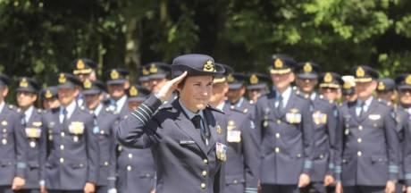 Elanor Boekholt-O'Sullivan bij overdracht commando op vliegbasis Eindhoven: 'Ik weet hoe hard de wind kan waaien'