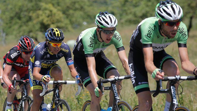 Laurens ten Dam (r) en Bauke Mollema (tweede van rechts) laten gevestigde namen als Alberto Contador (tweede van links) en Cadel Evans (l) achter zich. Beeld ap