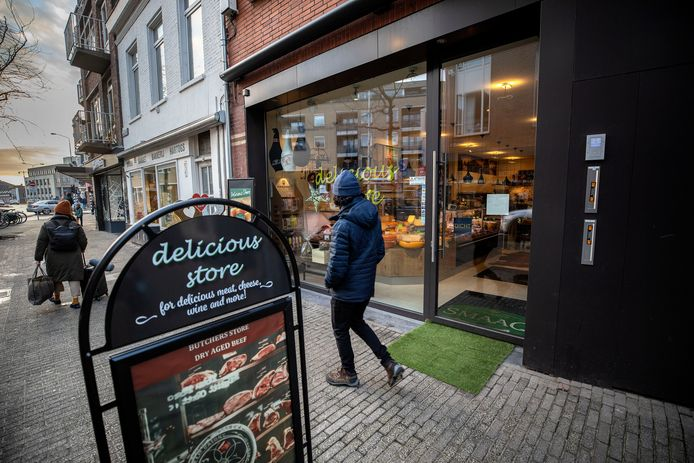 Eindhoven - Delicious Store aan de Kleine Berg werd afgelopen weekend gesloten op last van de politie.