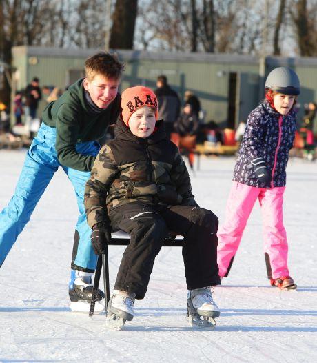 Het ijs is gesmolten, maar schaatsliefhebbers mogen parkeren vlak bij de ijsbaan in Lochem