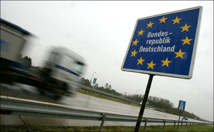 De grensovergang met Duitsland tussen tussen Boxmeer en het Duitse Goch op de A77. Beeld ter illustratie.