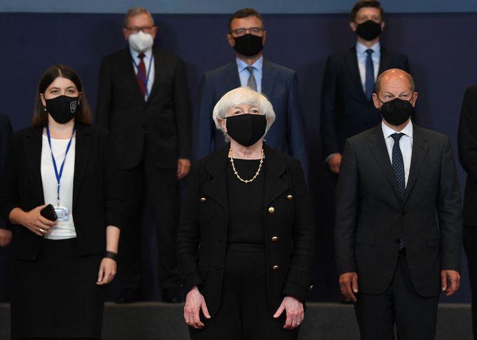 De Amerikaanse minister van Financiën Janet Yellen (centraal onderaan) reisde vandaag naar Brussel voor overleg met haar Europese ambtgenoten.