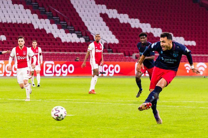 Vangelis Pavlidis maakt de 1-1 bij Ajax - Willem II.