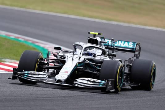 Valtteri Bottas in zijn Mercedes tijdens de eerste vrije training voor de grand prix van Japan. De Fin klokte vrijdagochtend de snelste tijd.