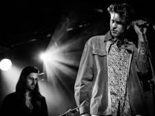 Bekir Kolic zingt voor zijn moeder tijdens Popronde in Middelburg