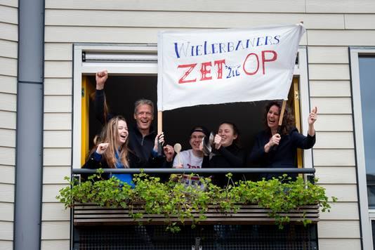 Een bijzonder staaltje saamhorigheid aan De Wielerbaan: ze hielden er de hele week op verantwoorde wijze een estafette.