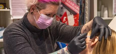 Video van de dag | Waar geef jij jouw geld aan uit in coronatijd? Een piercing of tattoo natuurlijk!