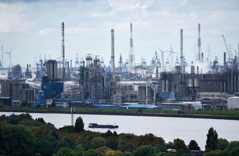 Industrie in het Antwerpse havengebied. Beeld Hollandse Hoogte / Peter Hilz