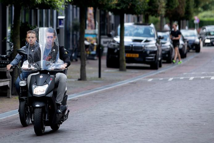 Archieffoto. Uitgaansstraat De Steenweg overdag.