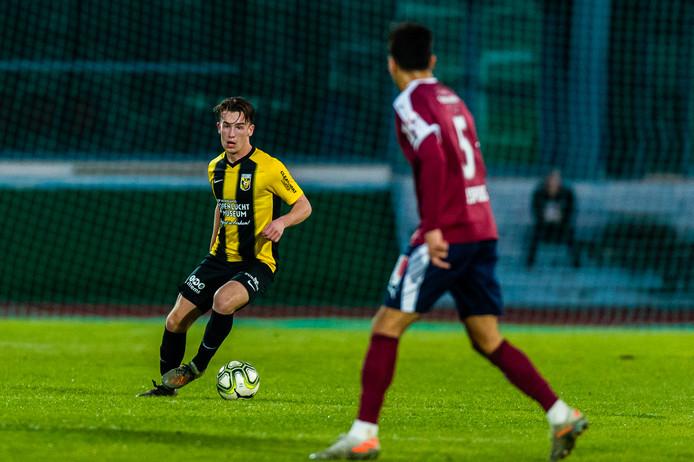 Patrick Vroegh in actie voor Vitesse in het oefenduel in de winterstop tegen Servette Genève.