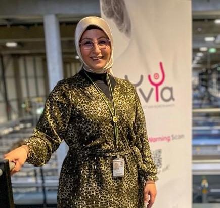 Hülya Pinarbasi is een van de naamgevers van de stichting Yvya. Haar werkgever UPS zette een  sponsoractie op touw om het bewustzijn voor borstkanker te vergroten.
