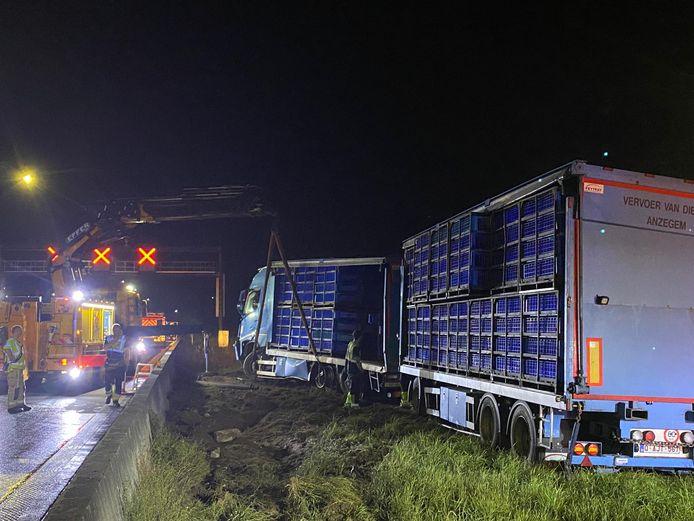 De snelweg werd volledig afgesloten voor de takelwerkzaamheden