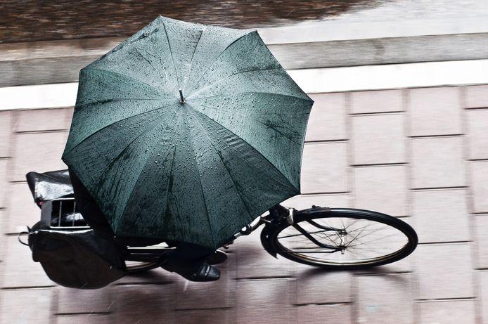 Fietsen door de regen: het zal komende week geregeld moeten.