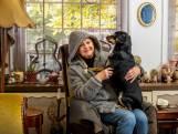 Hond slaapt in bed en ratten dringen huis binnen: gat onder voordeur maakt Louise radeloos