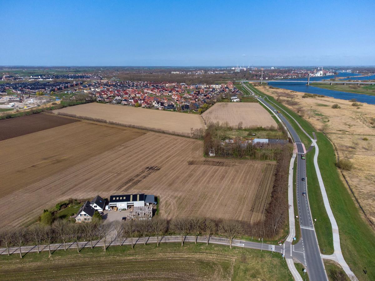 Onder meer op deze plek in Venedijk-Oost moeten vanaf 2024 nieuwe huizen komen.