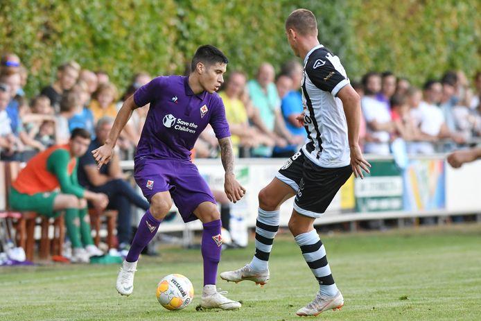 Kevin Diks tijdens een oefenduel tussen Fiorentina en Heracles.