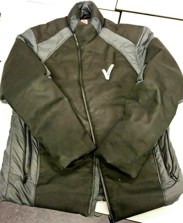 Een zwerver inRotterdam moest deze week zijn jas afgeven vanwege het V'tje op de borst.