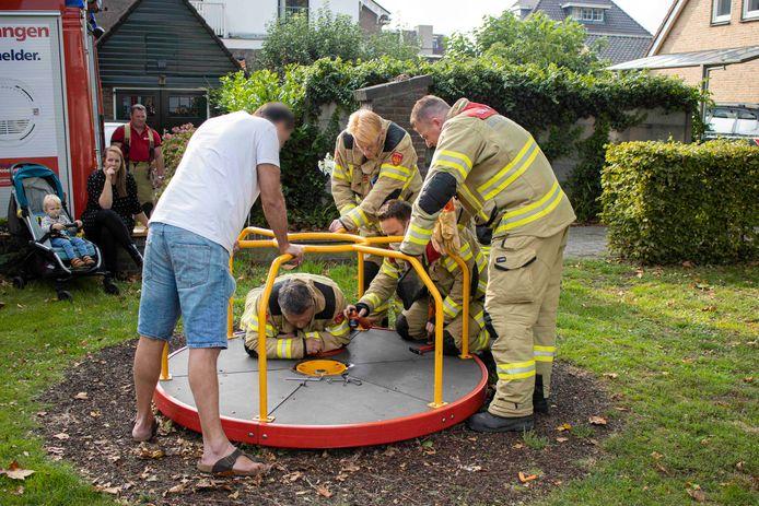 De brandweer heeft een cavia gered uit een speeltoestel aan de Nieuwstraat in Velp.