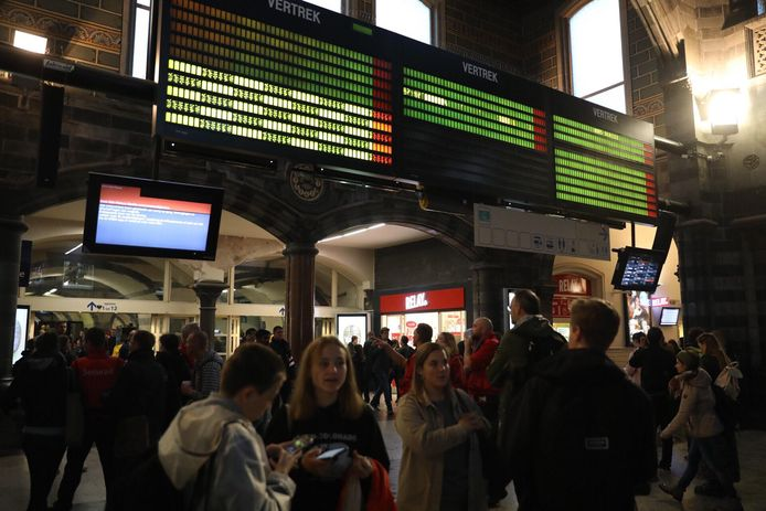 Chaos in station Gent-Sint-Pieters na blikseminslag