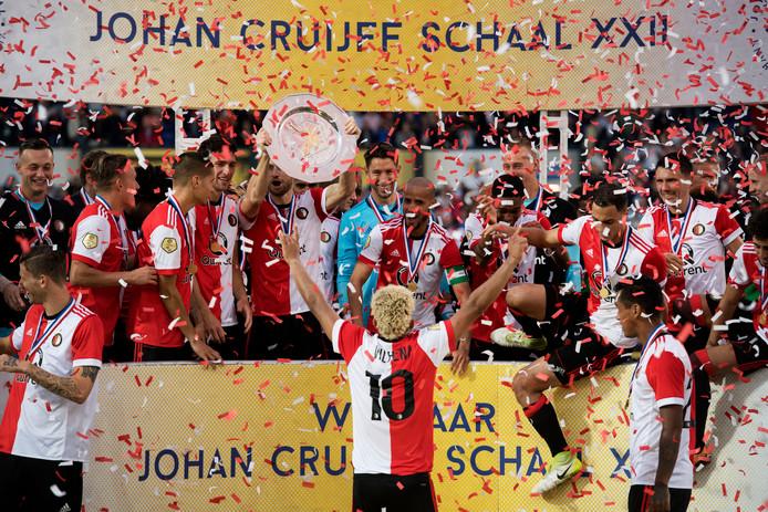 Feyenoord wint van Vitesse na strafschoppen de Johan Cruijff Schaal.