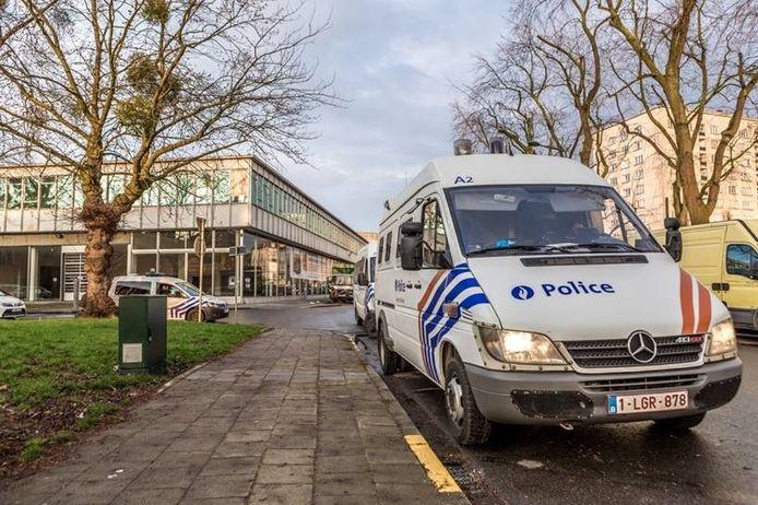 De plek waar Abrini vermoedelijk gearresteerd is. Volgens buurtbewoners kraakte hij de leegstaande Renaultgarage.