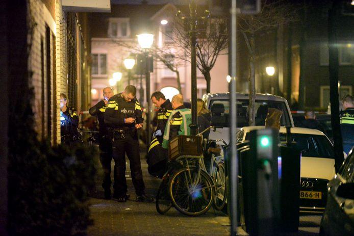 De politie deed na de steekpartij onderzoek bij de woning.