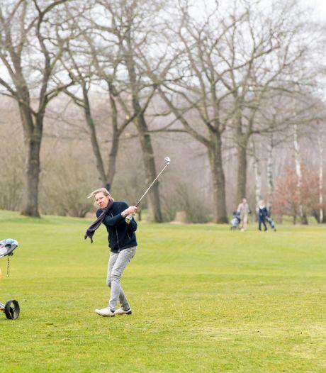 Op Twentse golf- en tennisbanen is het door corona drukker dan ooit 'Er zijn nog drie wachtenden voor u'