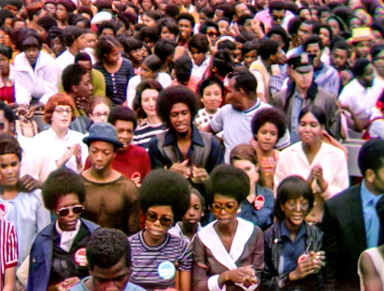 Het Harlem Cultural Festival in 1969 trok een overwegend zwart publiek. Beeld Searchlight Pictures/20th Century Studios