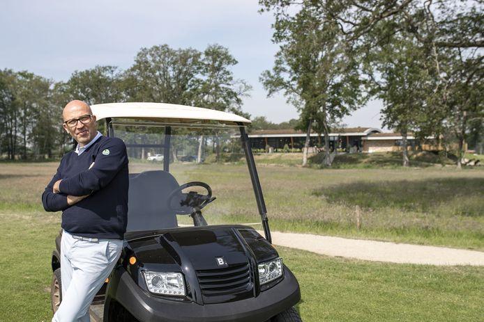 Frank Agterbos is blij dat veel golfers naar Zenderen komen. Enige minpunt zijn de restricties voor het restaurant.