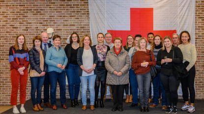 Rode Kruis beloont geslaagde cursisten EHBO en verdienstelijke vrijwilligers