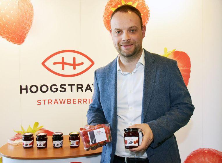 Gert Van de Water van RV Food met de eerste aardbeien en drie nieuwe confituren.