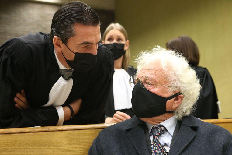 Bo Coolsaet met zijn advocaat Kris Luyckx. Beeld Photo News