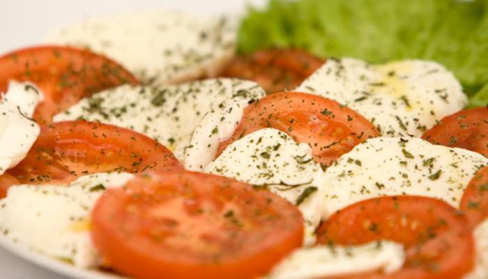 In Engeland wordt mozarella verkocht di mozzarella verkocht die voor minder dan de helft uit kaas bestaat.