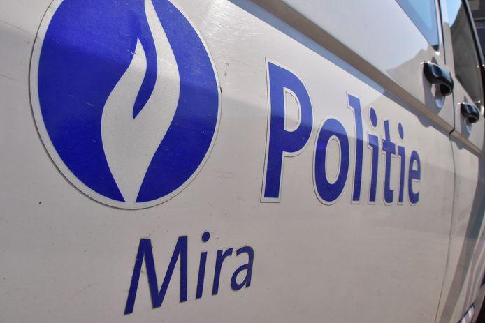 De politiezones Mira en Vlas waarschuwen voor oplichters die slachtoffers zoeken op de verkoopssite autoscout24.