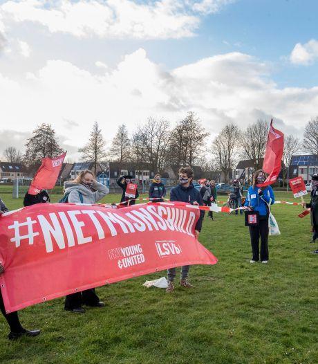 Protestmars tegen leenstelsel trekt door Wageningen: 'Wij moeten veel schulden maken om te kunnen studeren'