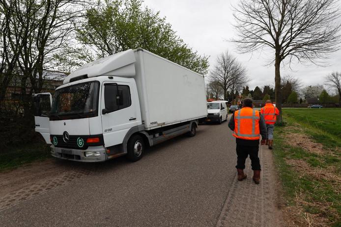 De vrachtwagen met vermoedelijk drugsafval die werd aangetroffen in Casteren