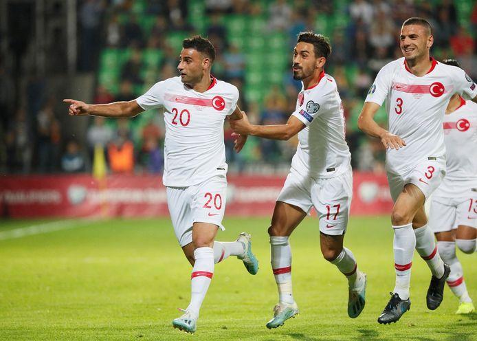 Deniz Türüç (l) juicht na zijn goal namens Turkije tegen Moldavië op 10 september.
