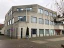 De oude Rabobank aan het Mondriaanplein wacht nog steeds op de verbouwing tot appartementencomplex.