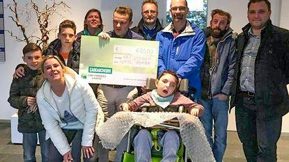 Oud-leden KAJ schenken 600 euro aan goede doel